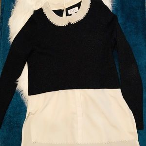 Black long Sleeve with scallop white collar 🖤